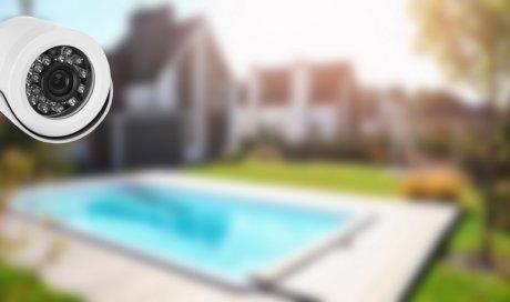 Installateur de système de vidéo surveillance autour d'une piscine